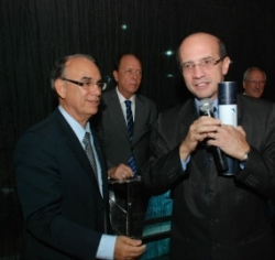 Funcionalismo: Deputados Arnaldo Faria De S� E Jo�o Dado Recebem O Pr�mio Congresso Em Foco